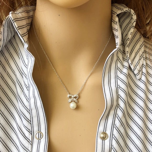 Element Shine Jewelry - Sterling Silver 925 Bow Hanging Pearl Necklace